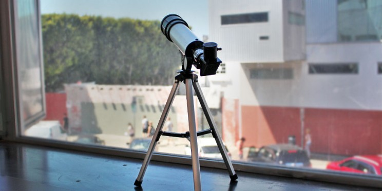 This Portable Telescope Delivers 90x magnification for Under $60
