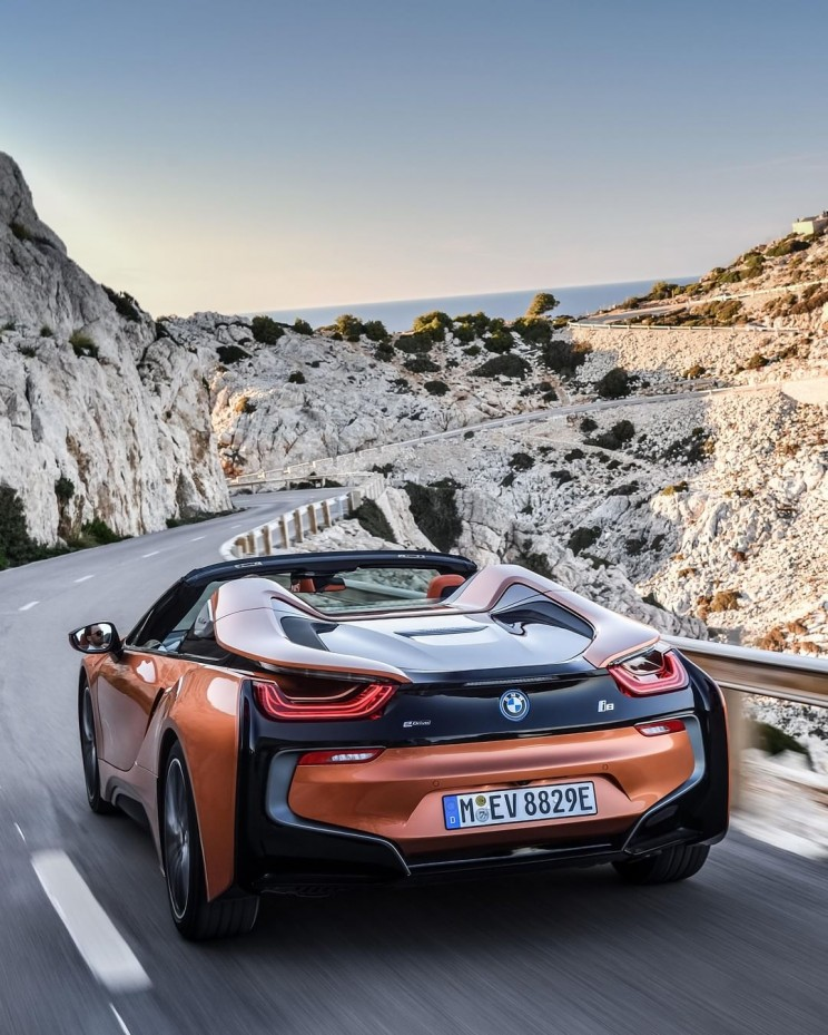 The i8 is a sexy and green hybrid sportscar