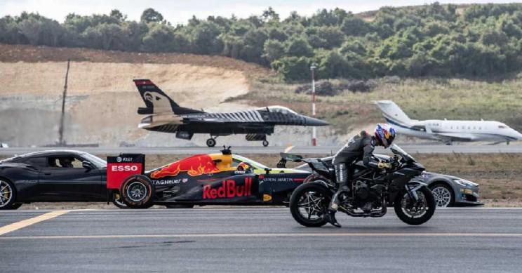 Watch a Kawasaki Superbike Beat Both an F1 Car and F16 Jet