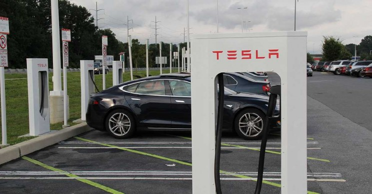 Tesla Ends the Free Unlimited Supercharging Access