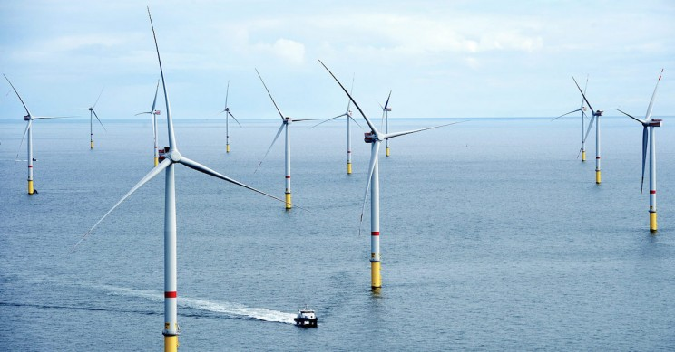 World's Largest Offshore Wind Farm Begins Operations off England's Coast