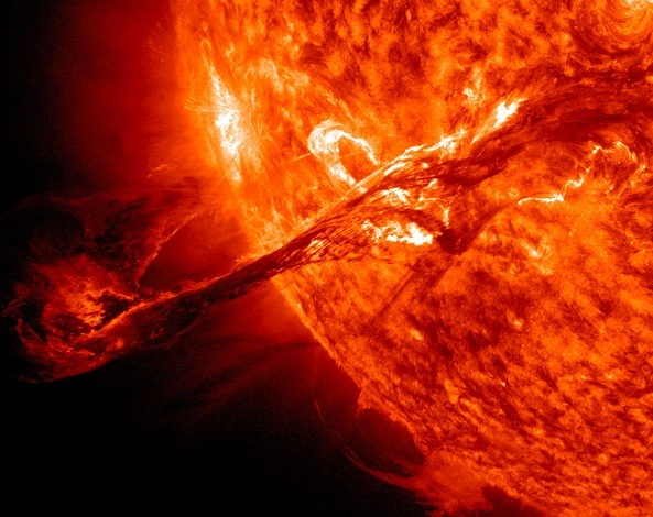 Massive Solar Storm Will Put On A Rare Light Show Today and Tomorrow