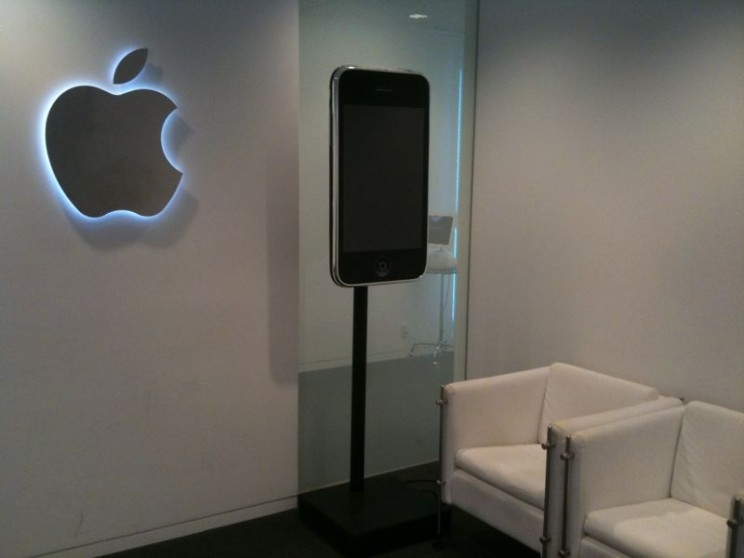 Apple_lobby_japan