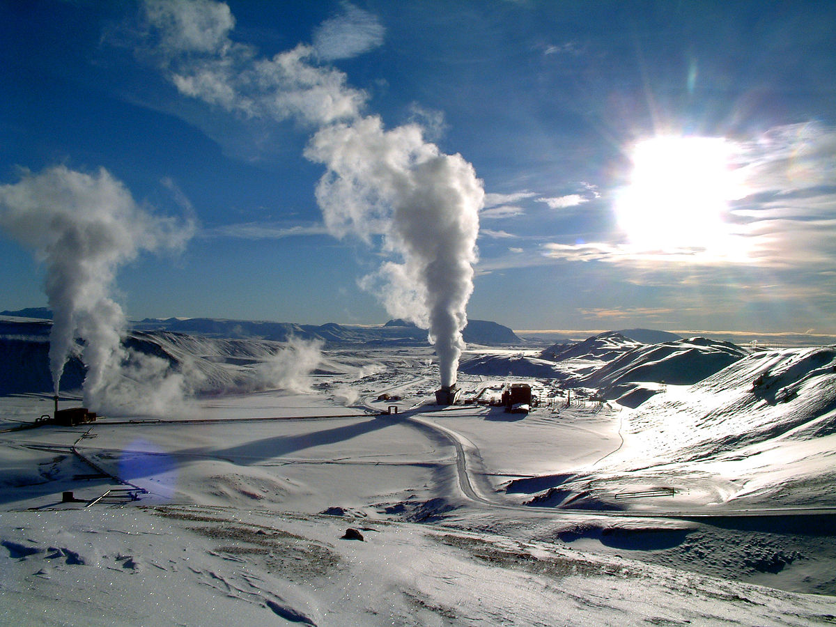 1200px-Krafla_geothermal_power_station_wiki (1)