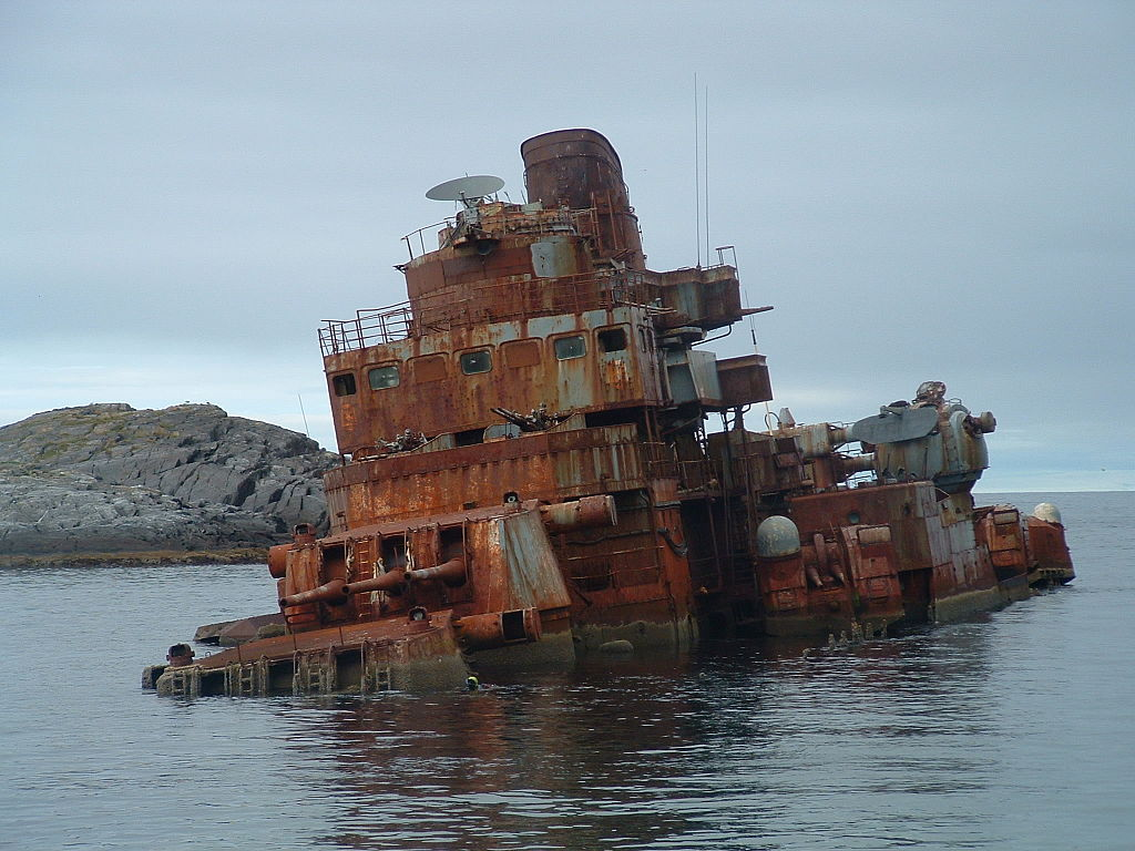 Murmansk_cruiser_shipwreck