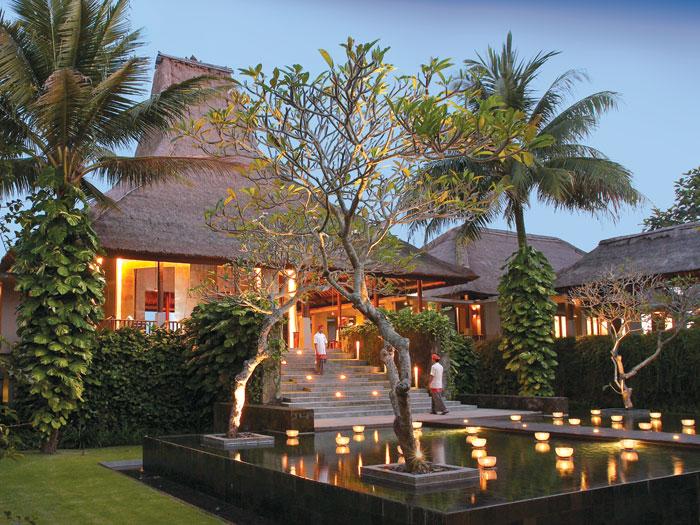 maya-ubud-main-villa