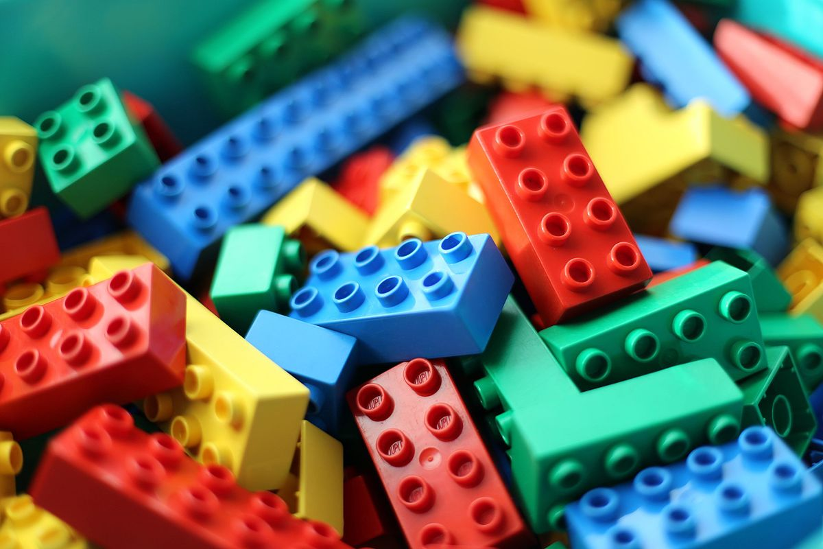 1200px-Lego_dublo_arto_alanenpaa_5