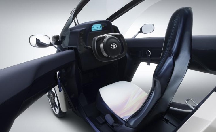 toyota-i-road-concept-interior-photo-504286-s-787x481