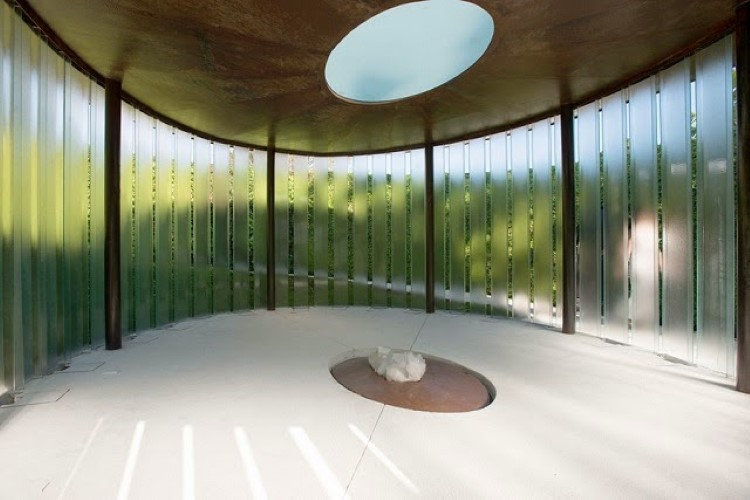 Beautiful-Meditation-Chapel-Features-Modern-Design-05