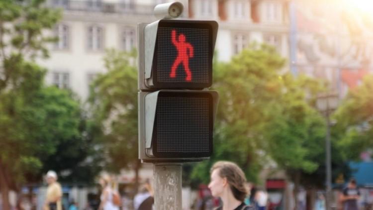 smart-dancing-traffic-light