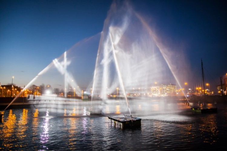 visual-skin-ghost-ship-amsterdam-light-festival-1