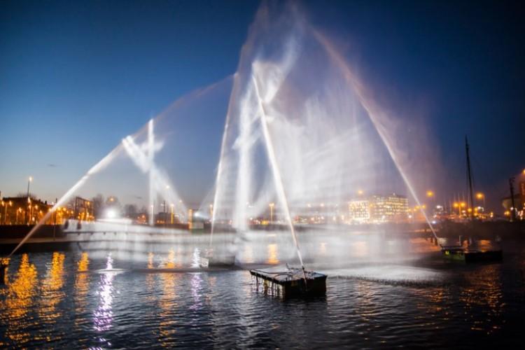 visual-skin-ghost-ship-amsterdam-light-festival-1