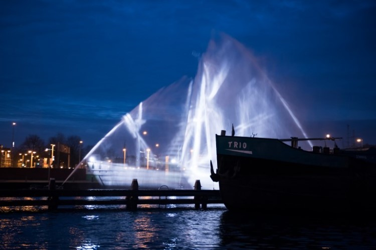 visual-skin-ghost-ship-amsterdam-light-festival-5