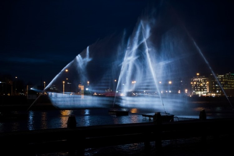 visual-skin-ghost-ship-amsterdam-light-festival-7