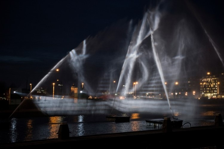 visual-skin-ghost-ship-amsterdam-light-festival-8