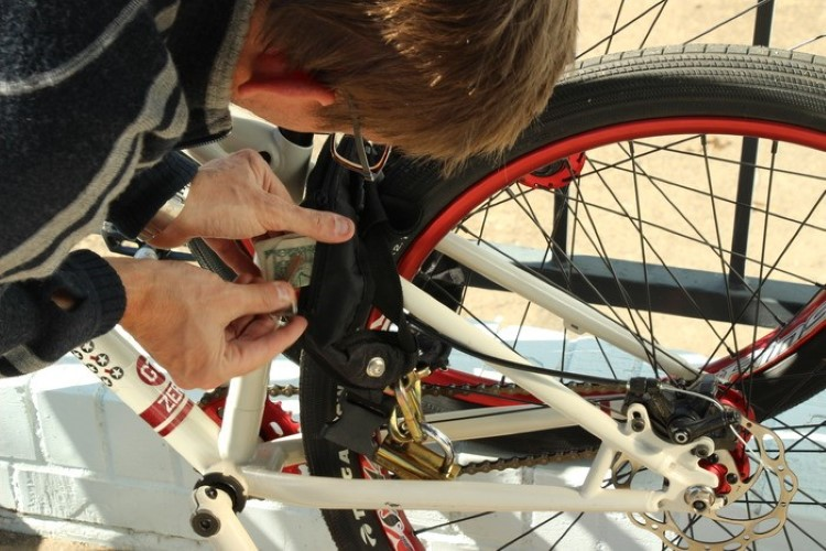 mighty-click-wearable-bike-lock-1