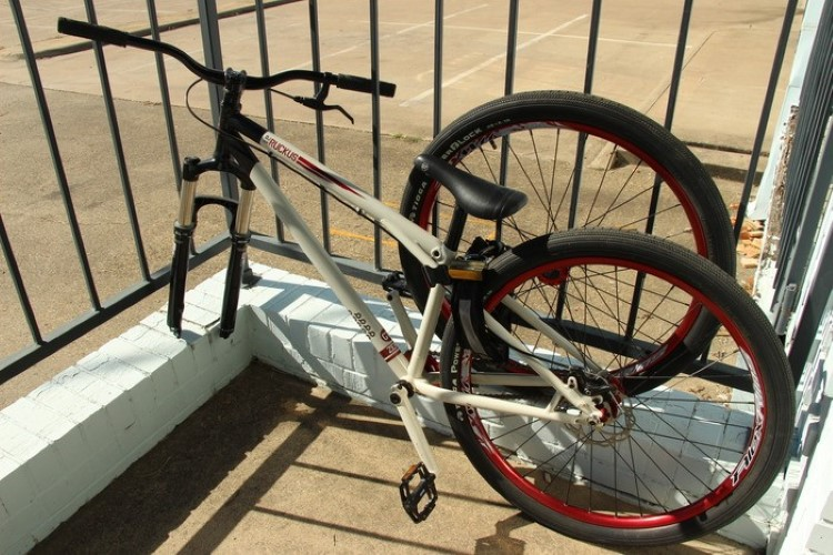 mighty-click-wearable-bike-lock-2