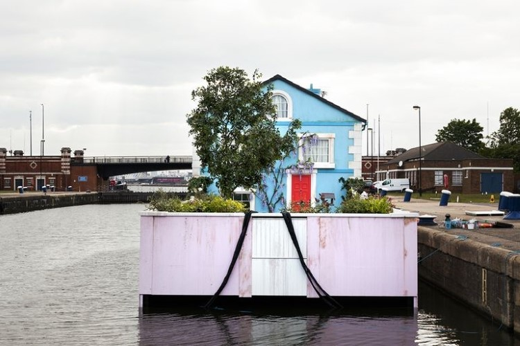 airbnb-floating-house-river-thames-15