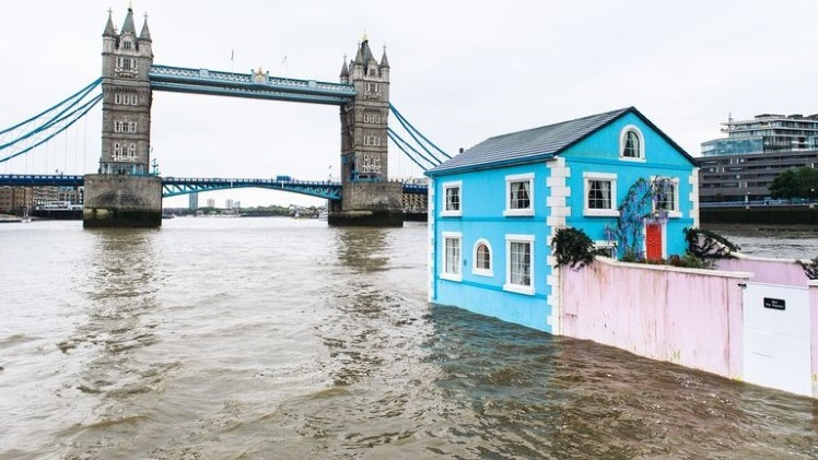airbnb-floating-house-river-thames-3