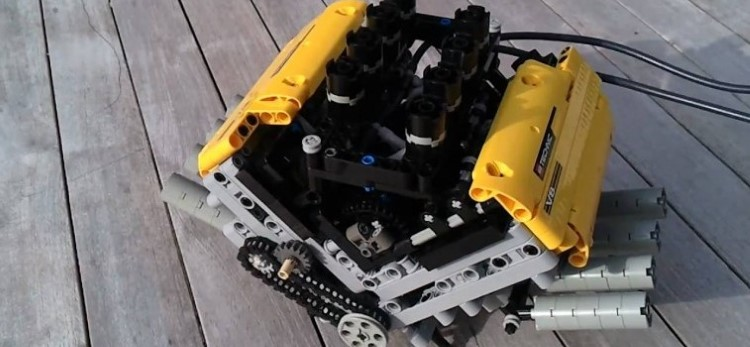 Working-LEGO-V8-pneumatic-Engine-757x350