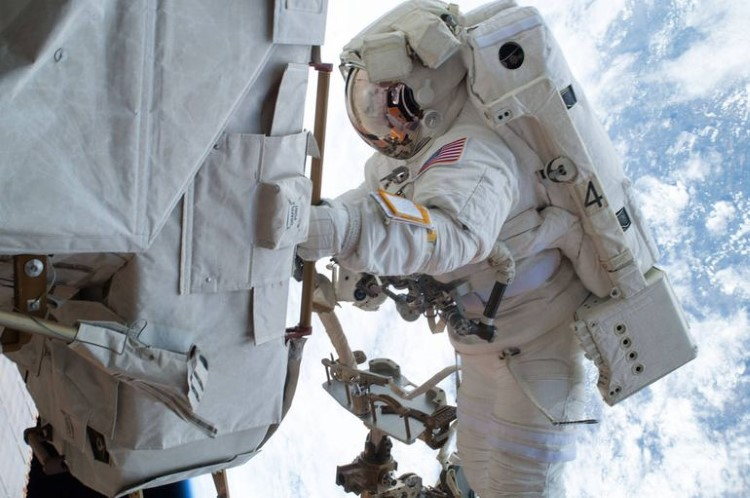 nasa-spacewalk-gallery-23
