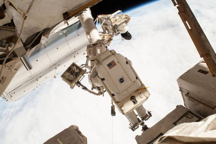 nasa-spacewalk-gallery-8