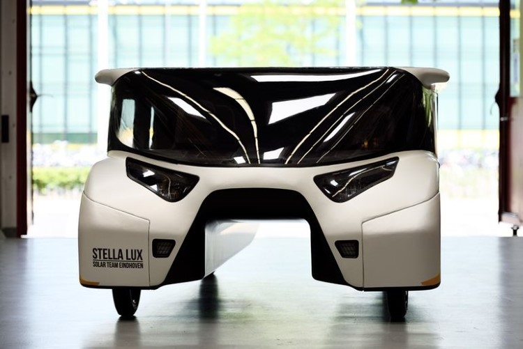 stella-lux-solar-powered-family-car-4