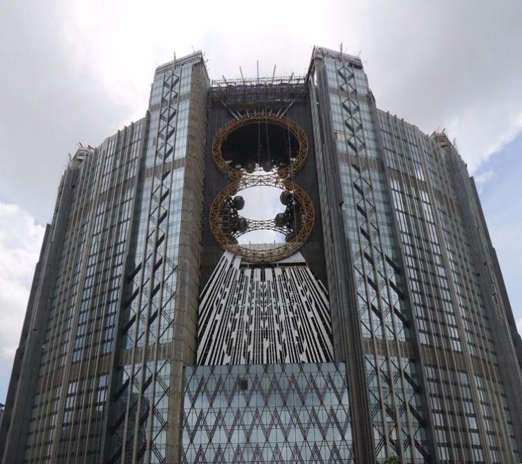studio-city-macau-golden-reel-figure-eight-ferris-wheel-3