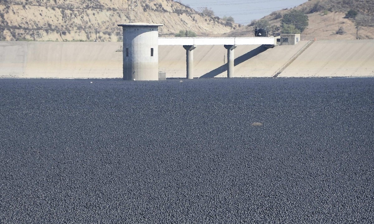 'Shade balls' used to conserve water in California