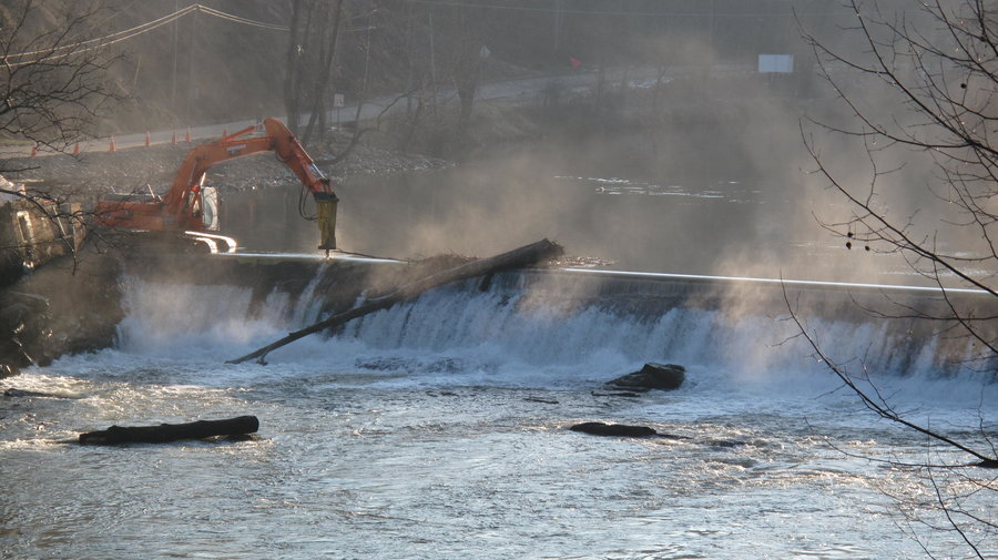 rsz_demolishing_trackhoe_dam_us_fish_and_wildlife_service
