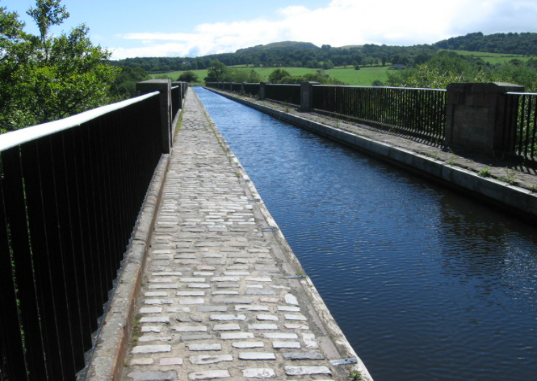 The_Union_Canal_Avon_Aqueduct_-_geograph.org.uk_-_886064