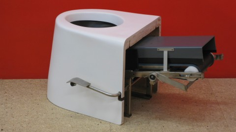 rsz_dry_toilet_with_conveyor_belt_system