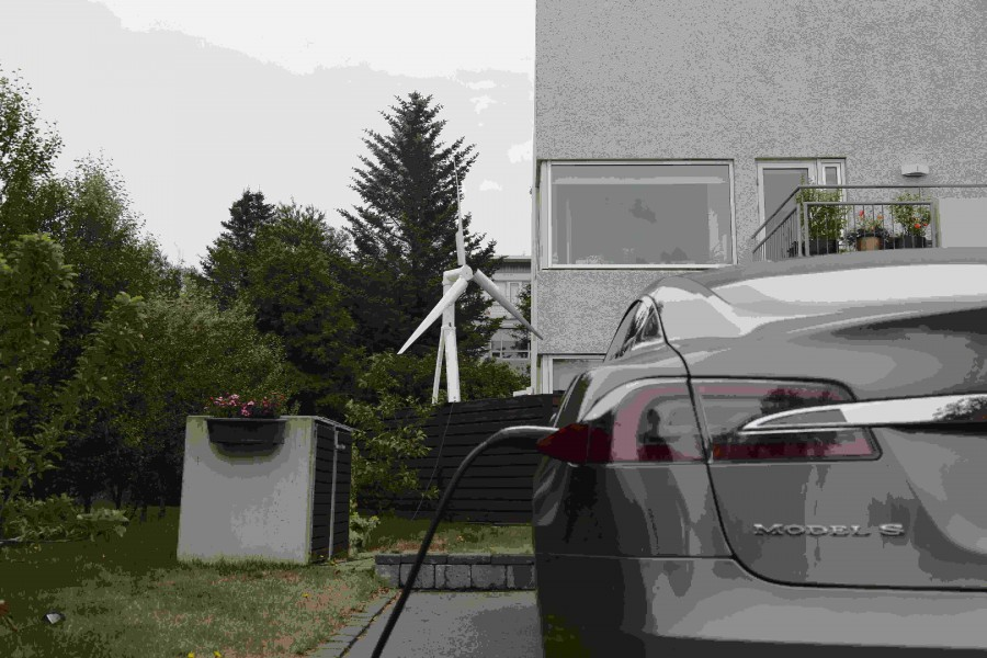rsz_trinity_2500_charging_a_tesla_model_s