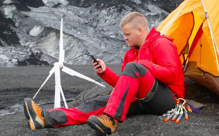 rsz_trinity_50_charging_an_smartphone