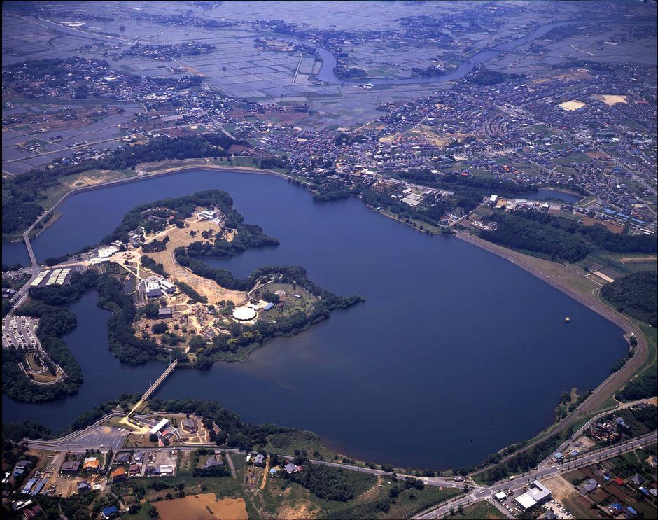 reservoir_japan_giant_floating_solar