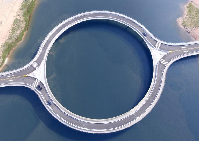 Rafael-Vinoly-Laguna-Garzon-Bridge