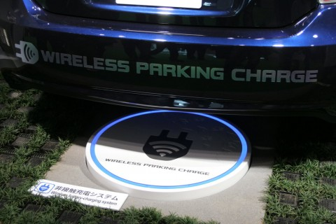 rsz_electric_car_wireless_parking_charge_closeup