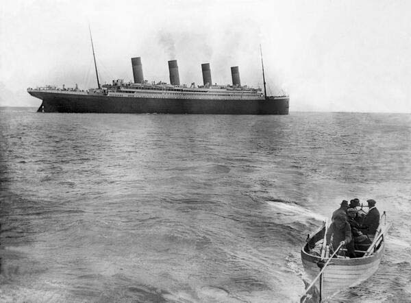 7. The last picture of the Titanic before sinking (1912)