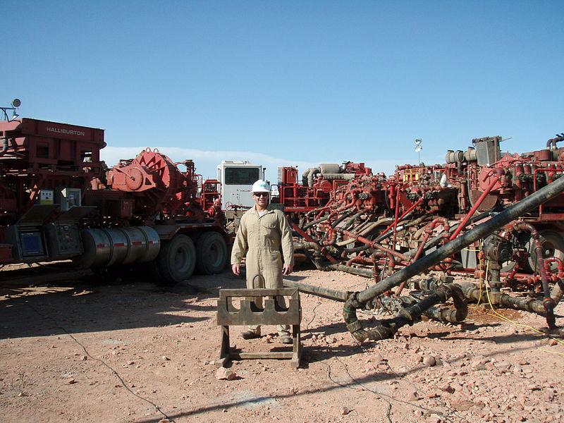800px-Fracking_the_Bakken_keeping_American_energy_independent