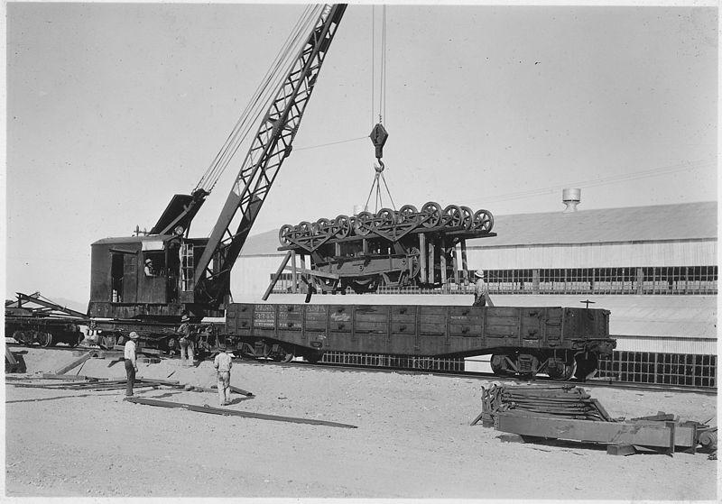 construction worker dam raillines