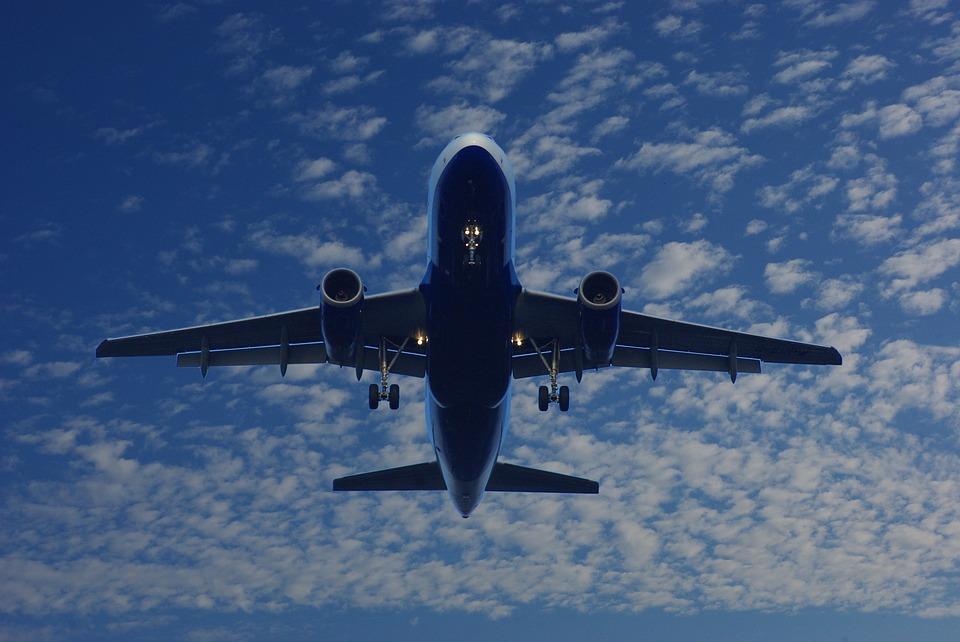 boeing passenger take off