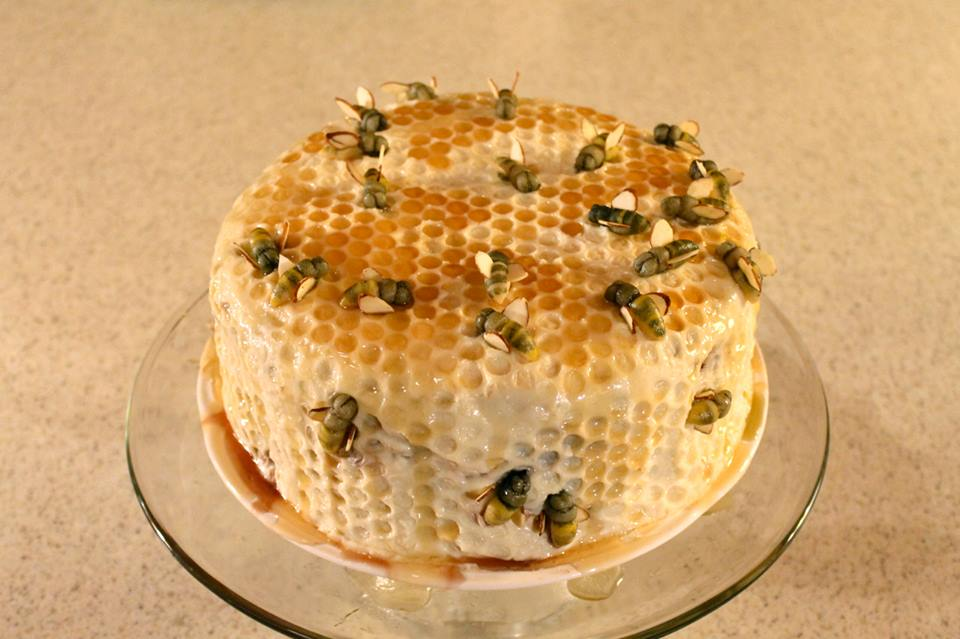 realistic bee cake