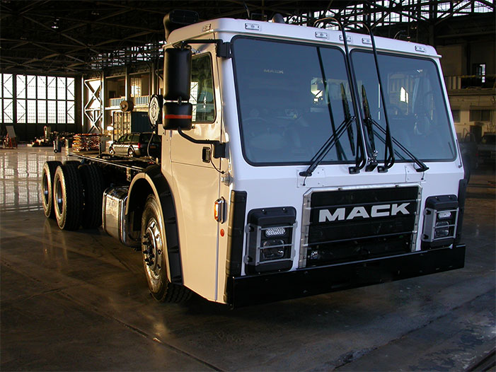 MACK SELF CHARGING garbage truck