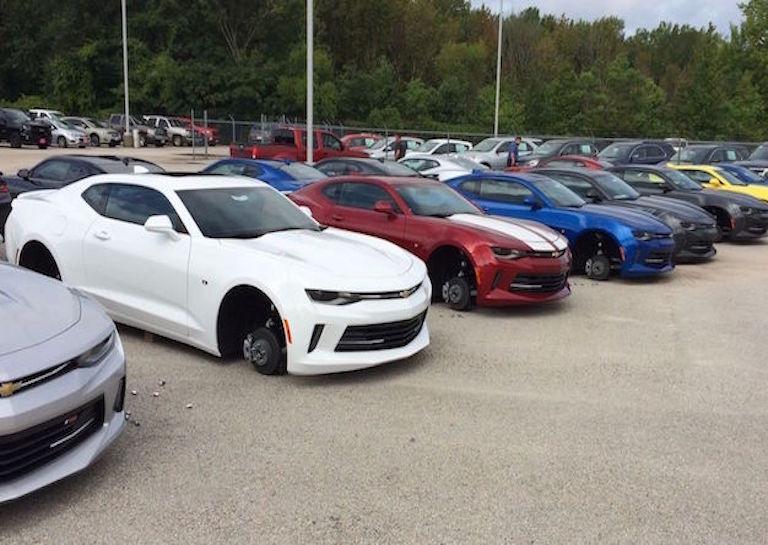 Chevrolet-Camaros-theft-no-wheels