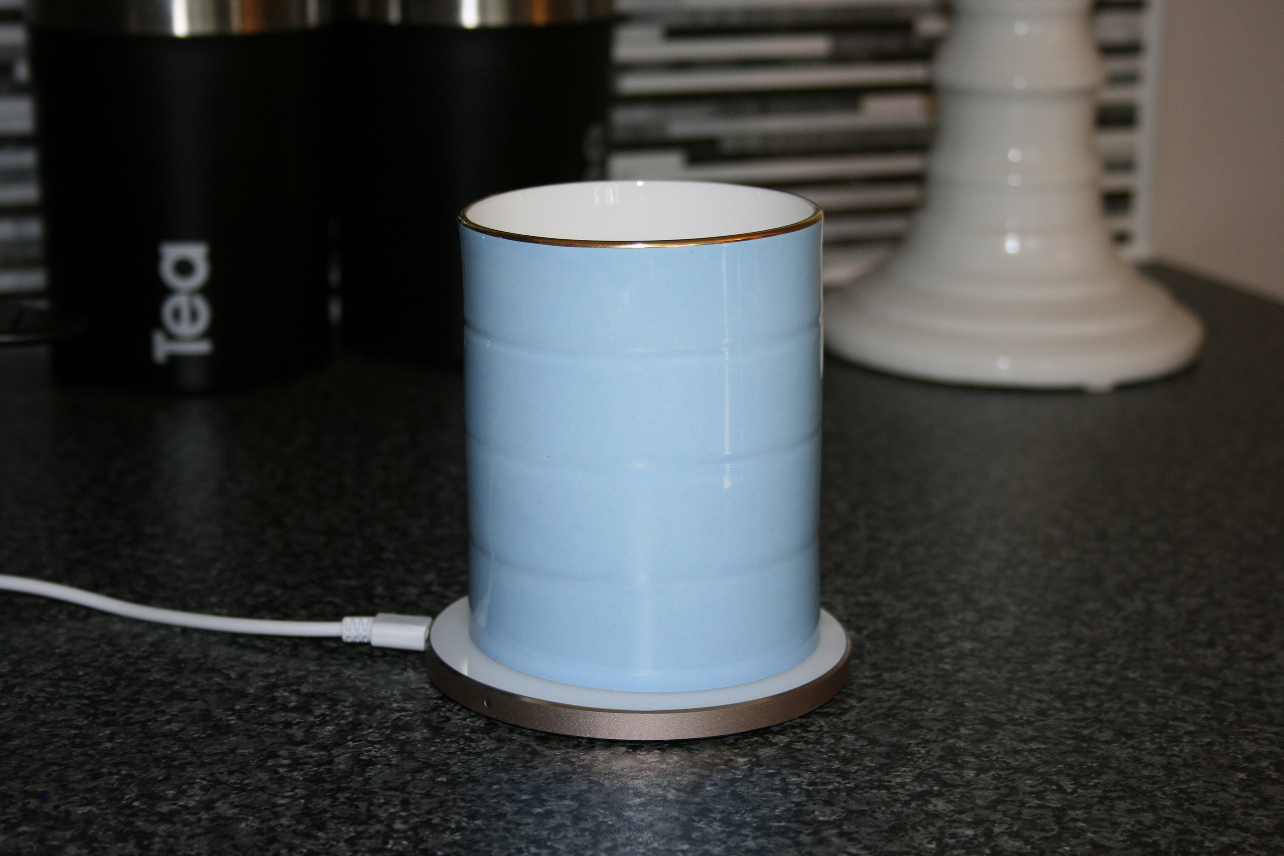 glowstone-heated-smart-mug-fine-bone-china-mug-on-charger