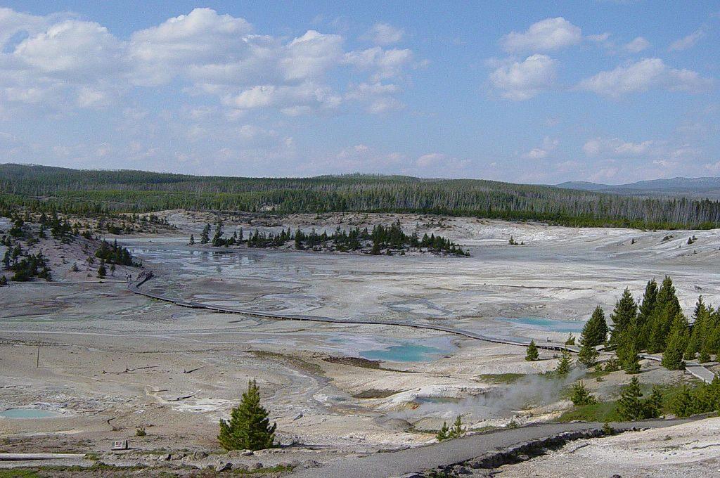 norris_geyser_basin_in_yellowstone