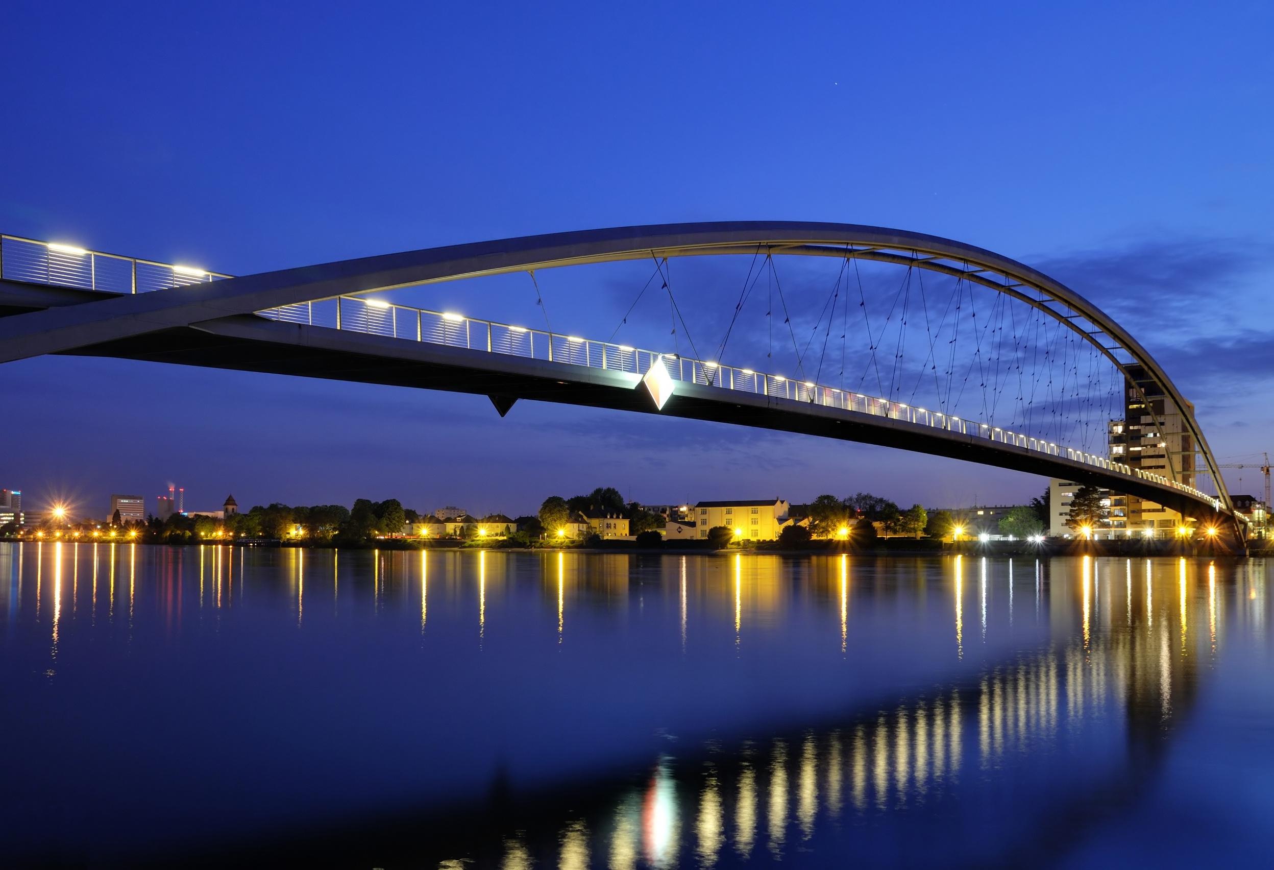The 10 Coolest Bridges That Cross Borders