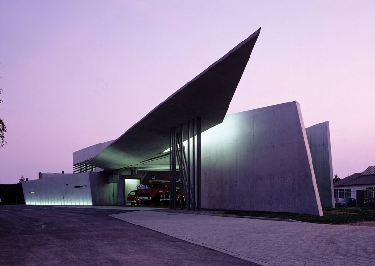 Remembering the 'Queen of the Curve' Zaha Hadid