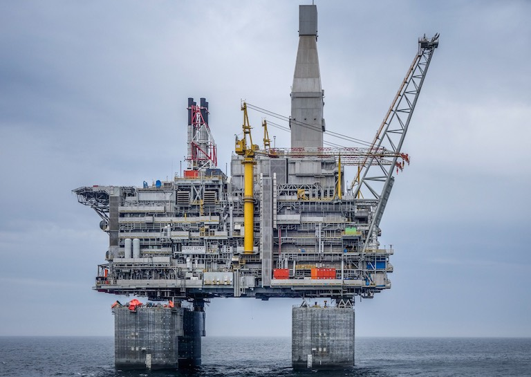 6 Most Impressive Oil Platforms of the Seas