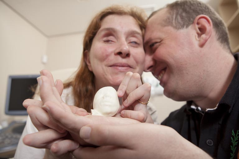 "3D-Printed Ultrasound Enables Blind Couple to ""See"" Their Unborn Baby"